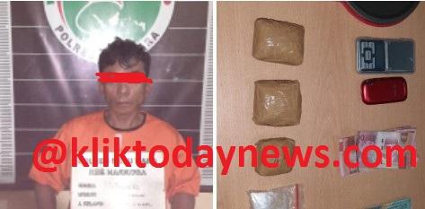 Sukri alias Cuket di ringkus di rumah mikiknya di Longbet Keluraha Pangkalan Dodek Lama, Kecamatan Medang Deras, Kabupaten Batu Bara