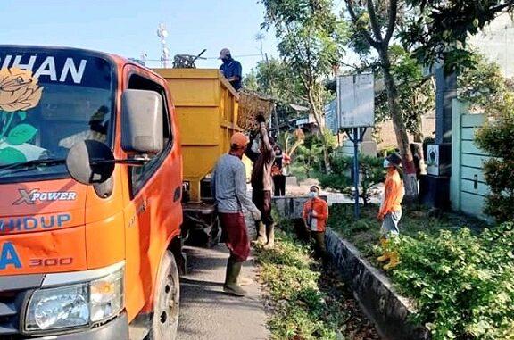 Armada kebersihan melibatkan desa dan kelurahan se Kabupaten Batu Bara melaksanakan gotong royong massal terutama membersihkan sampah