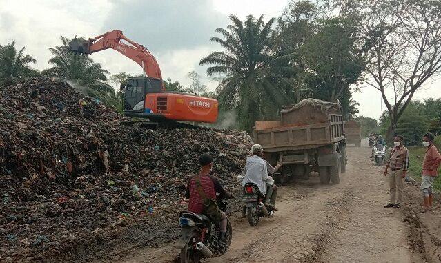 Tempat Pembuangan Akhir (TPA) Jalan Belidaan Desa Simpang 4 Kecamatan Sei Rampah, Minggu (31/01/2021)
