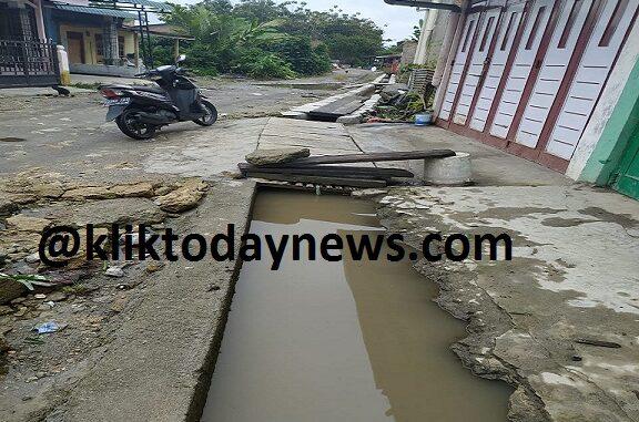 Kondisi Proyek drainase yang dilaksanakan di kelurahan Sondi Raya, Kabupaten Simalungun,