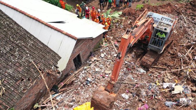 Foto : Tim SAR (Search and Rescue) Gabungan berhasil menemukan seluruh korban meninggal dunia akibat longsor yang terjadi di Desa Ngetos (BPBD Provinsi Jawa Timur)