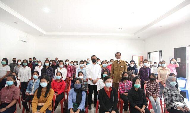 Tenaga kerja yang terdiri atas 18 pria dan 78 wanita itu akan ditempatkan di PT Philips Batam.