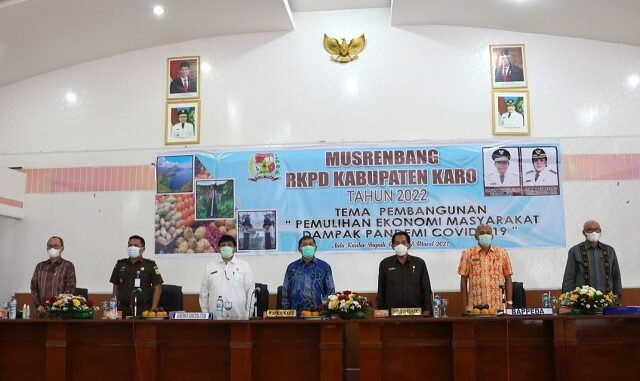 Ket foto ; Bupati Kabupaten Karo Terkelin Brahmana,SH,MH secara resmi membuka pelaksanaan Musyawarah Perencanaan Pembangunan (Musrenbang) foto terkelinbukit