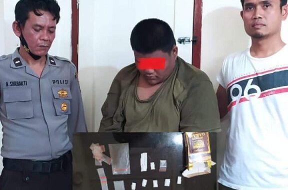 Ket foto: tersangk ARRS saat di periksa di ruang sat narkoba polres Karo. foto; (ist) terkelin bukit.