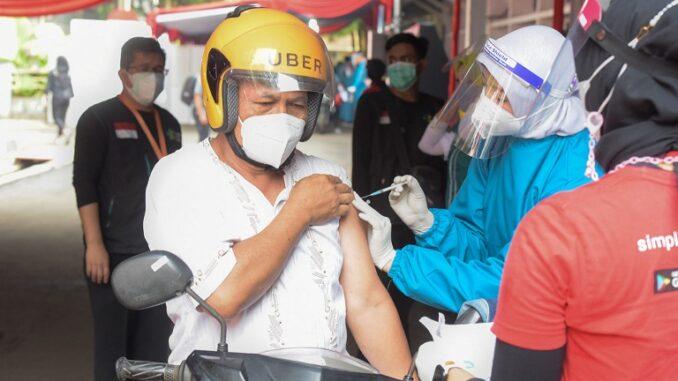 Layanan Drive Thru vaksinasi COVID-19 (Foto: Dokumentasi Humas Setkab)