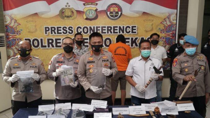 Kapolres Metro Bekasi Kombes Pol Hendra Gunawan, Selasa (23/3/2021)