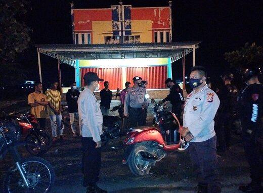 Balapan liar di Jalur Amahami yang sering meresahkan warga dibubarkan unit Patmor Sat Sabhara Polres Bima Kota, Minggu (14/3).