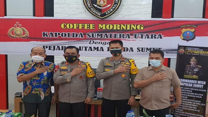Kapolda Sumut IRJEN Pol RZ Panca Putra Simanjuntak saat Coffee Morning bersama Kadinkes Sumut, Kepala BPBD, serta PJU Poldasu di Mapolda Sumut, Sabtu (20/3).