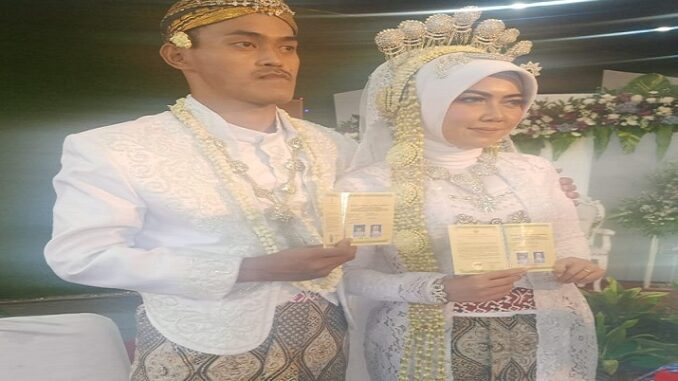 Radian Navi Seno Aji Putra dari R.Guntur Eko Widodo dan RR.Sri Mulyani Setiowati dengan Windi Oksylafiyah putri dari H.Suwandi dan (Almh) Fariyah
