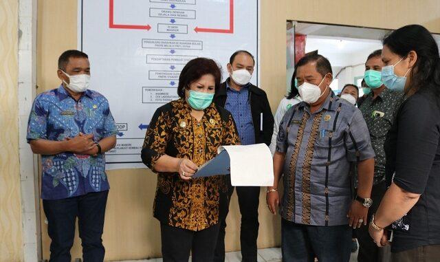 Wakil Bupati Karo Cory S Sebayang melakukan sidak ke beberapa instansi pelayanan publik di Kabupaten Karo, pada Jumat (12/3).
