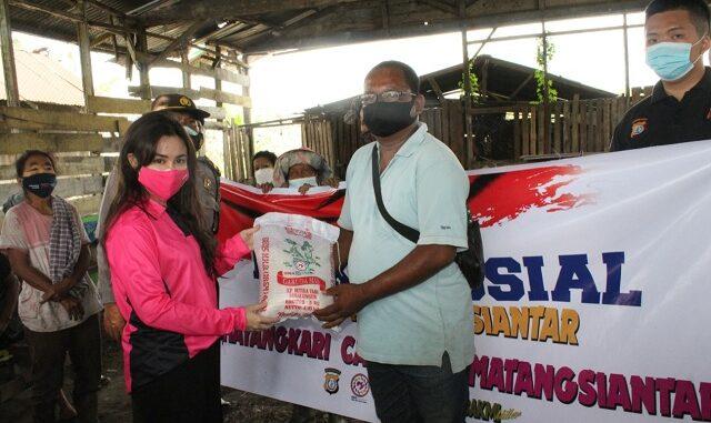 Yayasan Kemala Bhayangkari Ke 41, Bhayangkari Cabang Pematangsiantar gelar Bakti Sosial peduli kasih ke beberapa tempat di Kota Pematangsiantar. Jumat (26/03/2021)