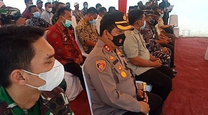 Kapolres Batu Bara AKBP H Ikhwan Lubis, SH. MH mendampingi Kemenhan RI untuk meninjau bakal lokasi pendirian pabrik senjata dan amunisi di Batu Bara, Jumat,(26/03/2021)