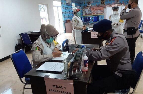 Sebanyak 4145 personel Polda Banten telah melakukan vaksinasi yang diselenggarakan oleh Biddokkes Polda Banten.