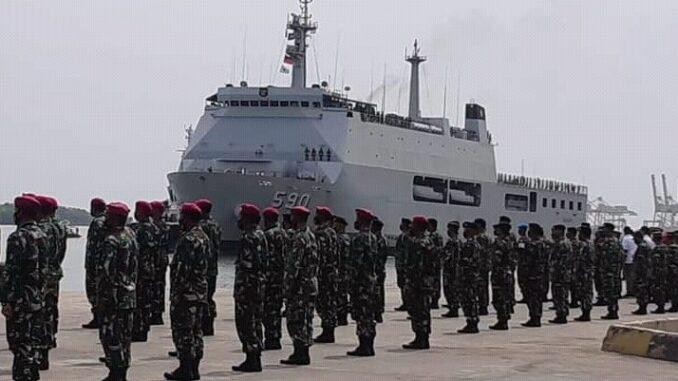 BERLAYAR dengan KRI Makassar selama empat hari dari Pelabuhan Semarang, 1200 Taruna Akpol dan Akmil tiba di Pelabuhan Belawan, Senin (05/04/2021)