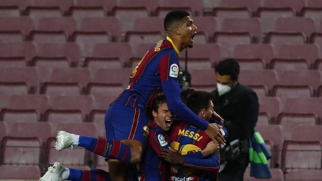 Barcelona menghadapi dua laga sulit dan penting dalam satu pekan ke depan. (AP/Joan Monfort)