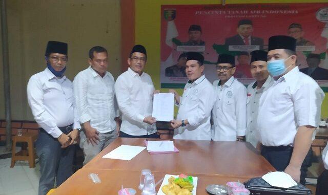 DPW PETANESIA LAMPUNG Berikan SK Mandat kepada Hery Yanto, S.Sos Sebagai Ketua DPC PETANESIA Kab. Lampung Utara