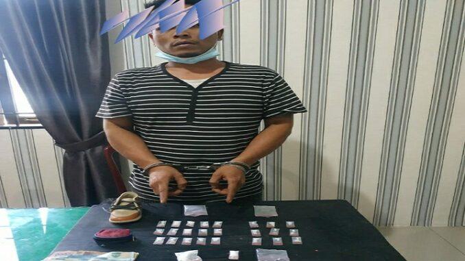 Ket foto;LEO BELEN TARIGAN berserta barang bukti diserahkan ke kantor Sat Res Narkoba Polres Tanah Karo. foto(ist) terkelinbukit