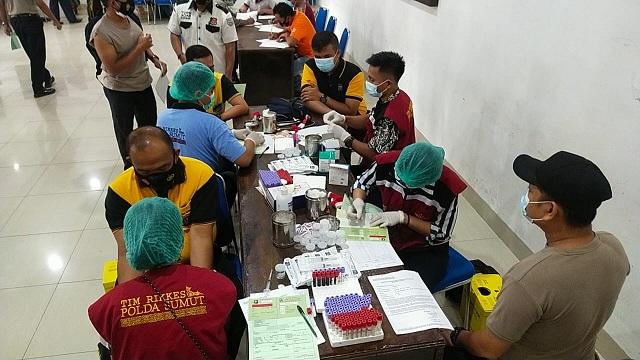 Personil Polres Tanah Karo melaksanakan kegiatan Rikkes berkala yang dilakukan oleh Biddokkes Polda Sumut TA.2021 pada hari RabuTanggal 07 April 2021