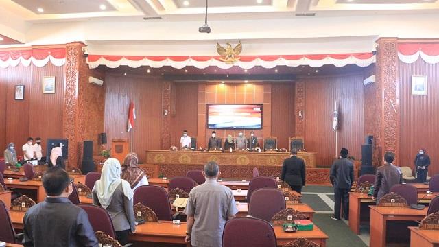 DPRD Kota Depok menggelar Rapat Paripurna Tentang Pandangan Umum Fraksi terhadap tiga Rancangan Peraturan Daerah ( Raperda ) Kota Depok 2021, di Gedung DPRD Kota Depok, Rabu ( 07/04 /2021).