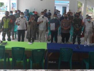 Para pengusaha bersama pangulu dan dihadiri oleh Forkopimca kecamatan Hatonduhan tampak serius membahas tentang perencanaan pembangun dengan sistem kesepakatan membangun Desa.