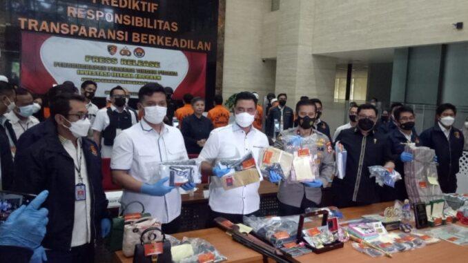 Press release pengungkapan kasus investasi bodong EDCAsh di Mabes Polri