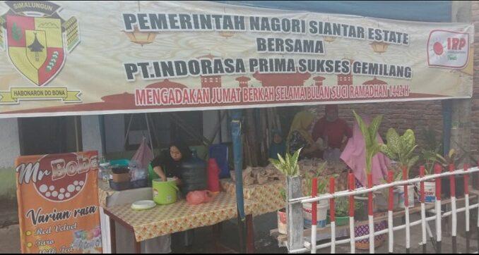 PT INDORASAPRIMA SUKSES GEMILANG (PT.IRP) berbagi takjil gratis Berkah Jum'at Ramadhan Acara ini diadakan di depan kantor Pangulu Siantar Estate kabupaten Simalungun Jum'at (23/4)