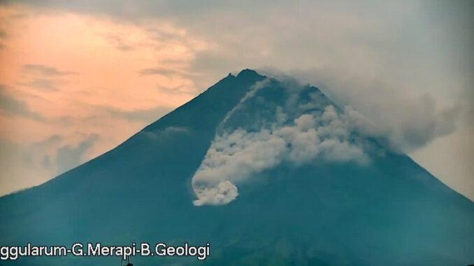 Foto : Pantauan aktivitas vulkanik Gunung Merapi di perbatasan Provinsi Jawa Tengah dan Daerah Istimewa Yogyakarta masih terus terjadi hingga hari ini, Jumat (9/4). (BPPTKG)