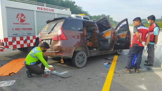Petugas Satlantas Polres Bengkalis melakukan olah TKP. (photo Goriau.com)