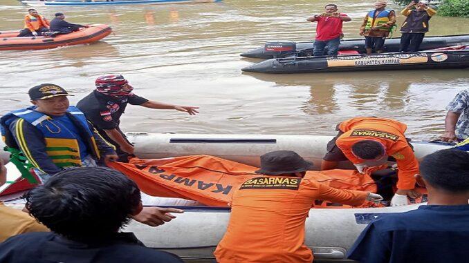 Penemuan korban salah seorang pemudik yang hanyut di Sungai Batang Kapur, Limapuluh Kota. (Photo: Diskominfo Kampar)