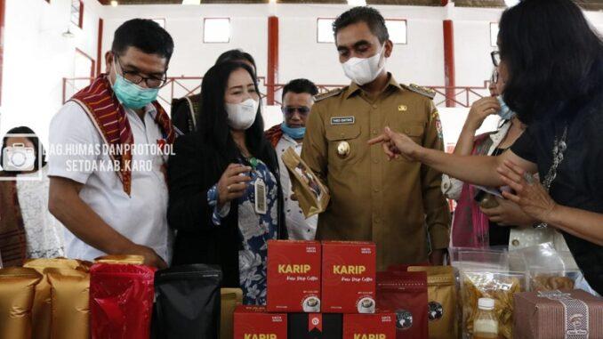 Wakil Bupati Karo Theopilus saat menggelar diskusi dengan para pelaku UMKM Kabupaten Karo yang diselenggarakan di Jambur Pemkab Karo Senin (10/5/2021).