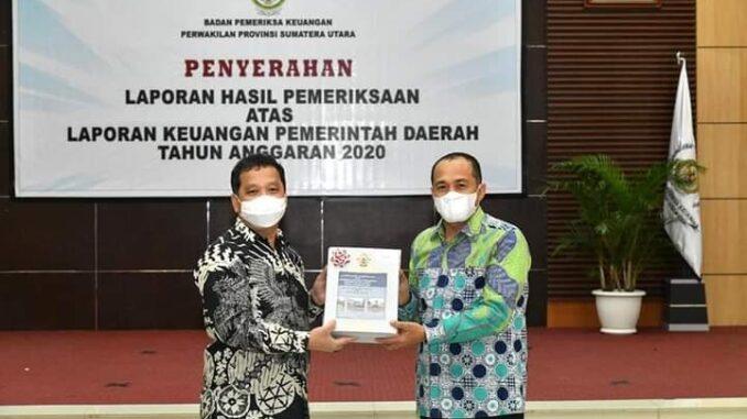 Pemdakab Batu Bara Zahir-Oky Menerima LHP BPK.