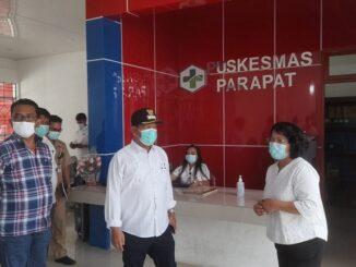 Bupati Kabupaten Simalungun, Radiapoh Hasiholan Sinaga (RHS) didampingi Ketua DPRD Simalungun, Timbul Jaya Sibarani, blusukan ke RSUD dan Puskesmas Parapat, Selasa (04/05/2021).