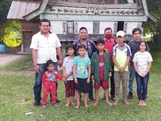Dwi Ngai Sinaga/Romulo Sinaga bersama ketujuh anak korban