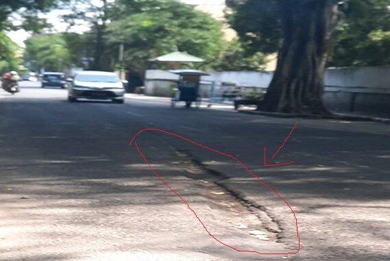 Kondisi jalan yang berlubang di Jalan MH.Sitorus - Pematangsiantar